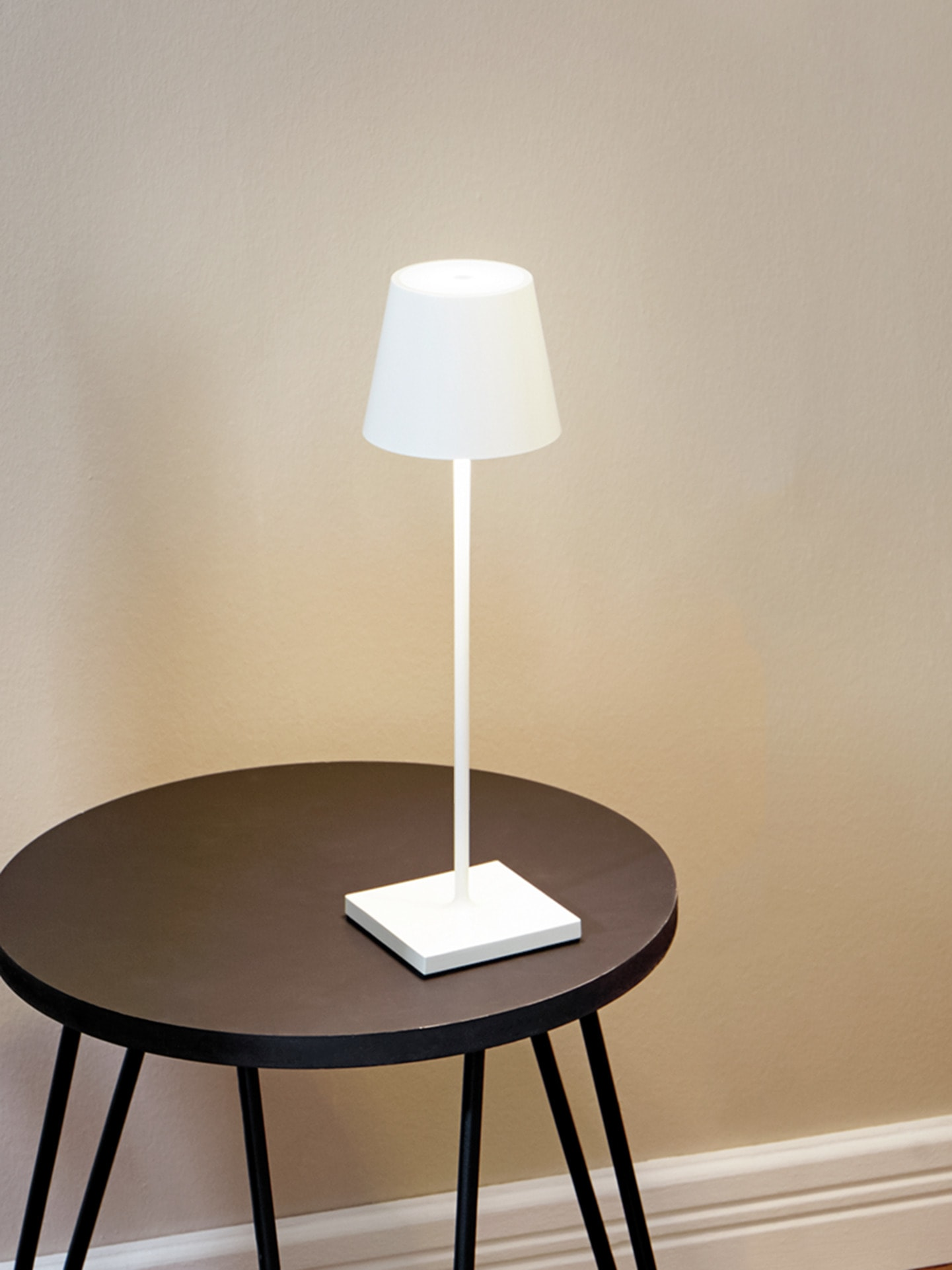 Avena Herren LED-Tischleuchte kabellos Weiß 61-0412-2