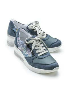 Hallux-Sneaker Hüftschwung Jeans geblümt Detail 1